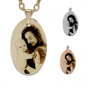 Oval photo pendant